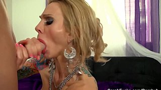 Sarah gives a POV BJ in spontaneous fishnets